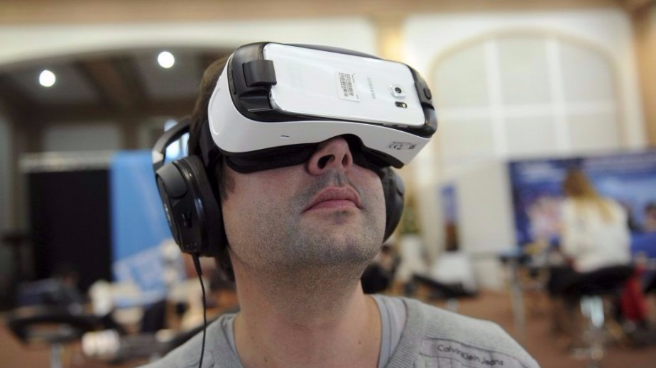 Virtual reality will change our lives, says Facebook boss Zuckerberg